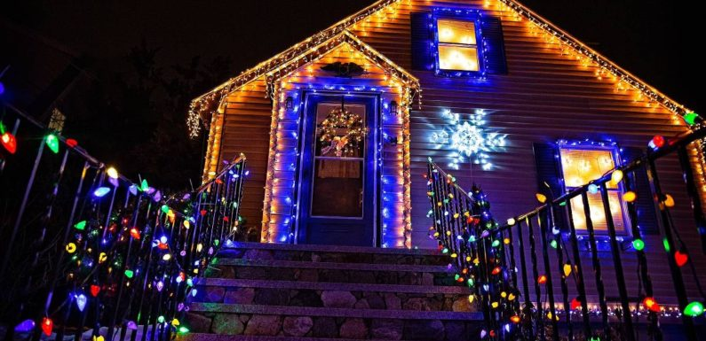 Christmas Lights: How To Make Sure Your Circuit Does Not Overload